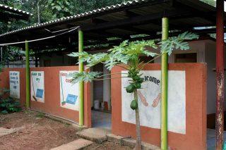 nieuwe toiletten voor weeshuis in Badulla